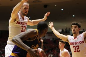 The Cougars contained the ECU Pirates to only 19 points in the second half, allowing Houston to end the game with a 20-point lead. | Thomas Dwyer/The Daily Cougar
