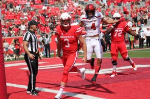 A late spark, courtesy of senior QB Kyle Postma, was too little too late for the Cougars. Postma led all Houston rushers with 52 yards on the ground, despite entering the game with just under eight minutes to play. | Thomas Dwyer/The Cougar
