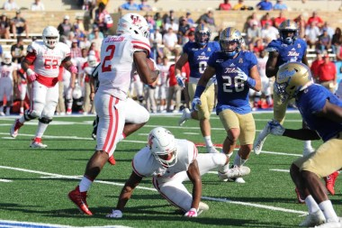Junior Houston running back Duke Catalon dazzled fans against SMU a week earlier en route to career-high marks in both rushing yards and touchdowns. On Saturday, Catalon followed the performance with just 72 yards, however still accounting for nearly half of the offense's ground game against the Golden Hurricane. | Thomas Dwyer/The Cougar