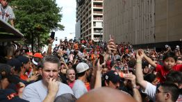 Crowds eventually grew to the length of a whole city block as fans waited for the Astros parade to begin. | Thomas Dwyer/The Cougar
