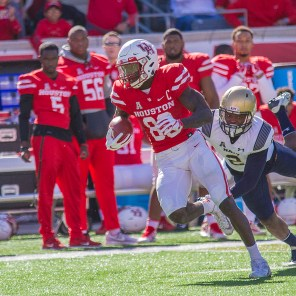 Early in the fourth quarter, alumnus Steven Dunbar caught a pass, broke a tackle and ran 61 yards for the touchdown to give Houston a 21-14 lead. Dunbar finished the game with eight catches for 142 yards and a touchdown.   Richard Fletcher Jr.