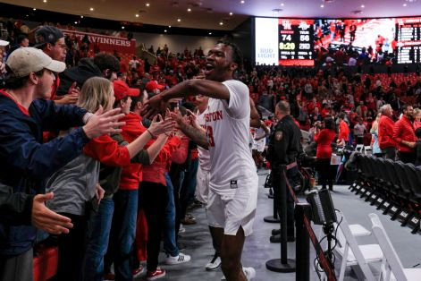 Redshirt sophomore DeJon Jarreau celebrating with the crowd after Houston's win against Tulsa. | Kathryn Lenihan/The Daily Cougar