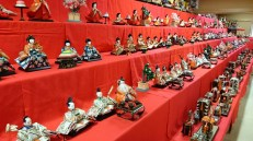 More than 1000 dolls have been exhibited in the common meeting area of the shrine.