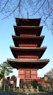 A closer look at the pagoda. It is a masterpiece of architecture. I am never really sure what these buildings represent. Maybe they have a similar function like bell towers for churches.