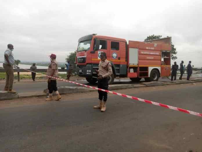 BREAKING: Tension as Petrol Tanker crashes at Niger Bridge, spills content 4