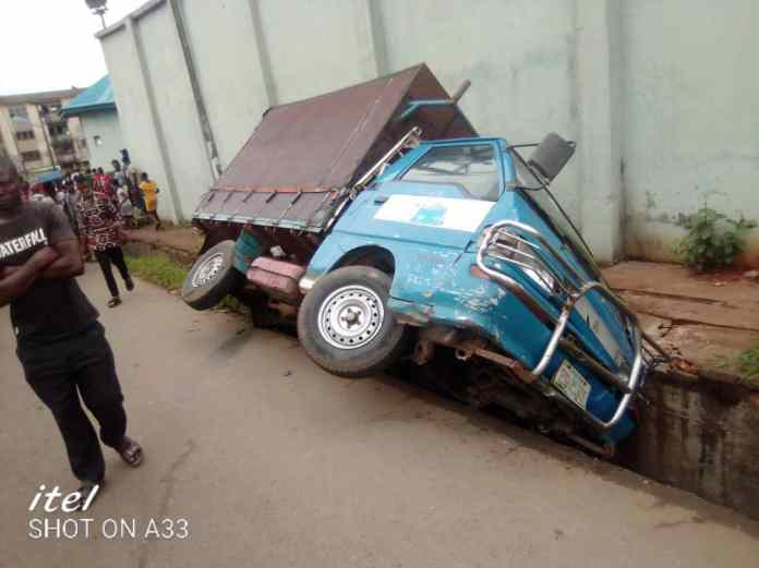 One killed, 4 injured, 6 vehicles affected in Anambra multiple crash [Photos] 2