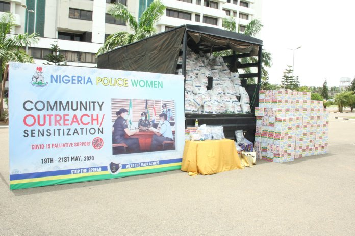 COVID 19: Nigeria female Police Officers distribute palliatives to communities 1