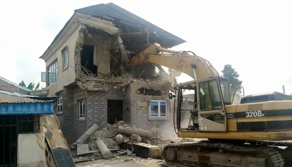 Cross River govt demolishes houses for allegedly harbouring criminals 3