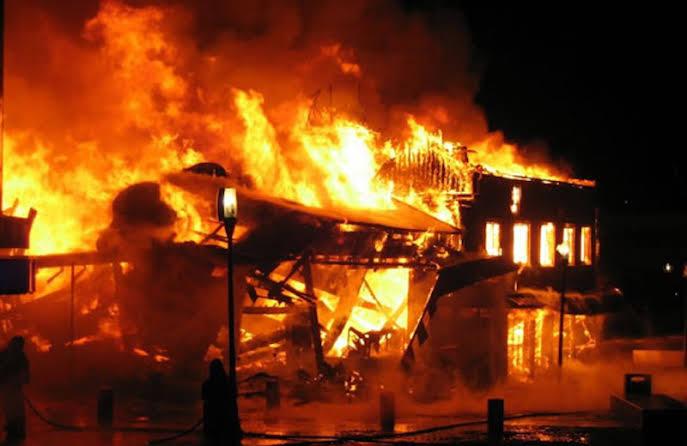 Fire razes Sokoto new market 3