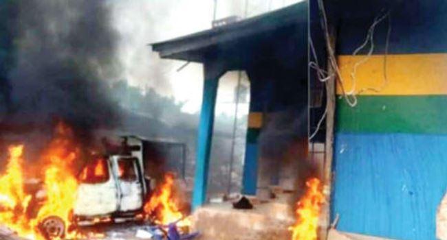 Hoodlums raze police station, four patrol vehicles in Ebonyi as IPOB suspected 3
