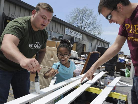 Volunteers brighten day of Boys and Girls Club