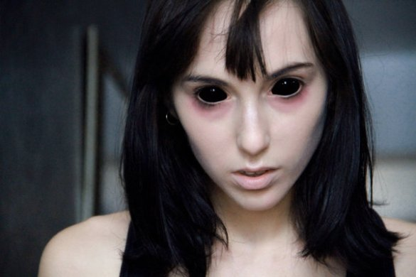 Black sclera cosmetic contact lenses