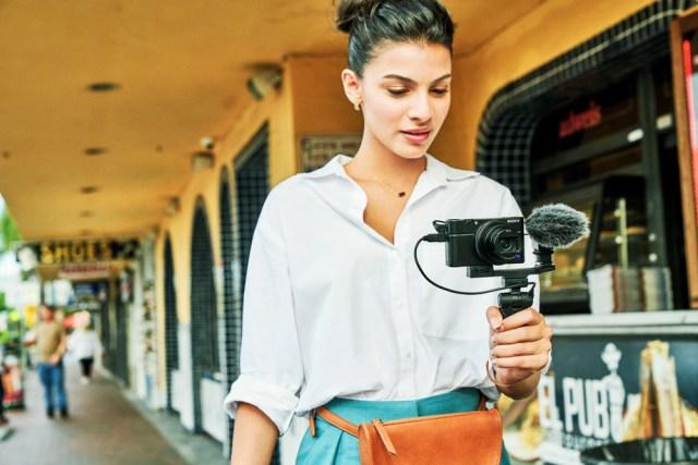 Sony unveils premium compact camera RX100 VII