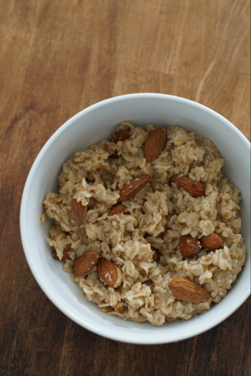 Simple Almond Oatmeal