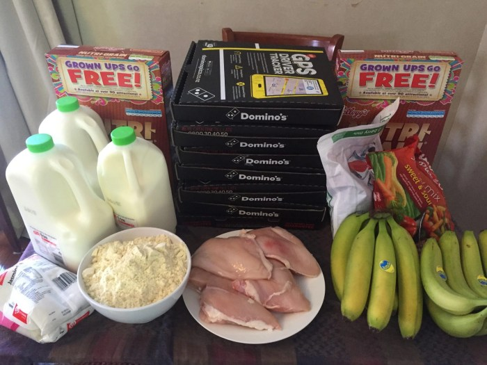 A week's worth of food: seven pizzas, 9L of milk, 1kg of rice, 2kg of vegetables, 14 bananas, a few kg of chicken breast, two boxes of cereal, and a lot of whey powder