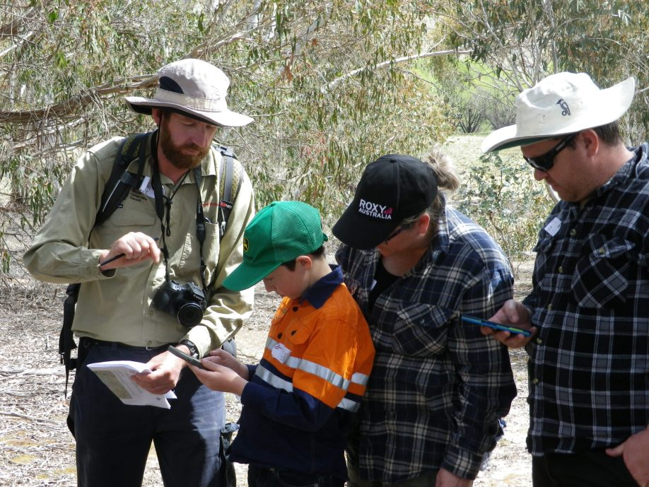 Hotspots ecologist showing a Carwoola family how fire danger ratings are calculated Image: K. McShea, Hotspots Fire Project