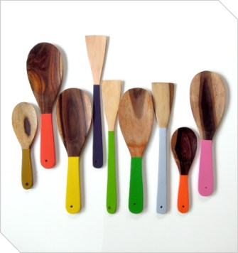 This beautiful Shaw Sisters set of kitchen utensils is crafted from coconut wood, with a brightly sprayed handles. Available from Meekel - R154.00 | http://www.meekel.co.za/cutlery/coconut-utensils