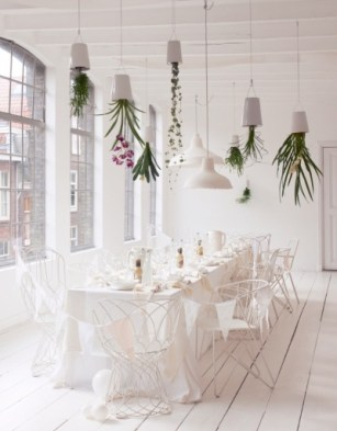 The beautiful upside down hanging planters adds a little colour and interest to this fresh white interior | http://www.kamer465.nl/more/66/2/tag/editorial