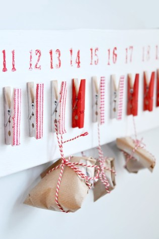 Adore this advent calendar - the washi tape clothes pegs makes all the difference! | via http://norskeinteriorblogger.blogspot.co.uk/2010/12/finalister-desemberutfordringen.html