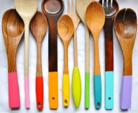 Bright and colourful paint-dipped wooden kitchen utensils! | via http://www.littlebitfunky.com/2012/03/painting-wooden-spoons.html