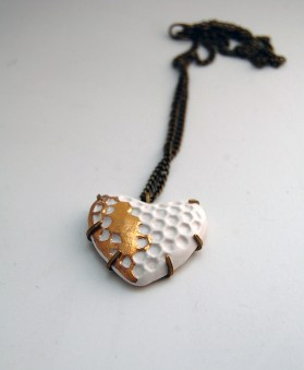 Ceramic Heart Pendant by Cape Town based jeweller Eon Hoon. Love the touch of gold. Available through Africandy.com | via http://www.africandy.com/ceramic-heart-pendant.html