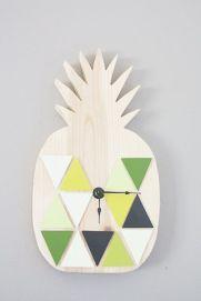DIY Geometric Pineapple Clock by Hello Lidy | via http://www.hellolidy.com/diy-geometric-pineapple-clock/