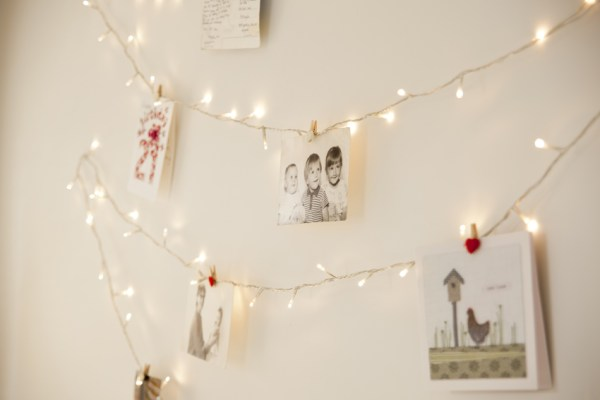 Image Source: http://www.lights4fun.co.uk/the-blog/bedroom-fairy-light-ideas-quick-easy-diy-fairy-light-wall/