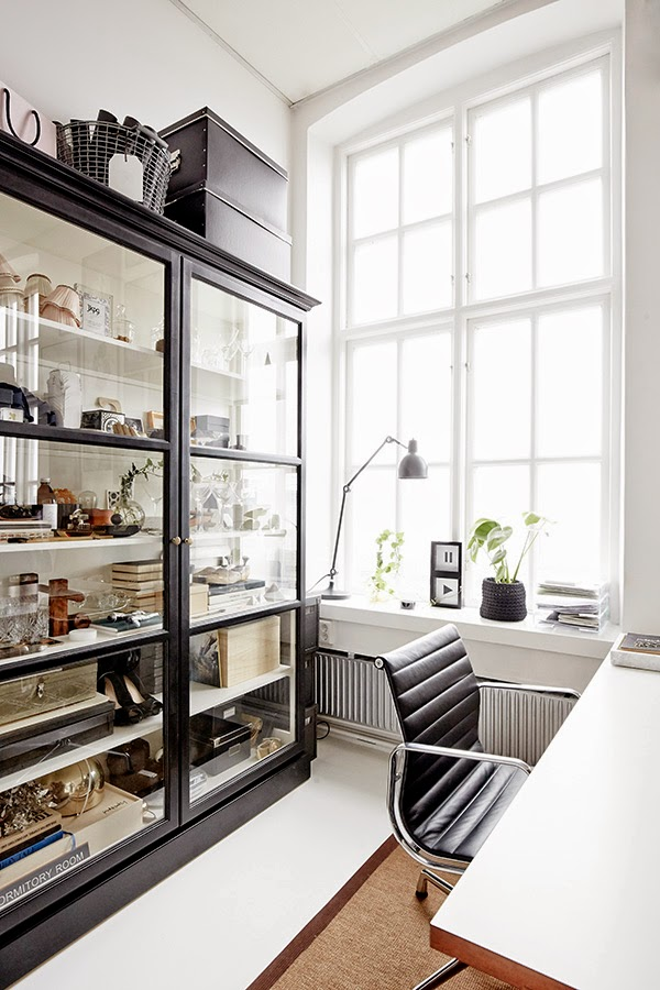 This perfectly curated cabinet is the epitome of a personalised workspace. | Source: http://myscandinavianhome.blogspot.com/2015/02/the-creative-studio-of-katrin-baath.html
