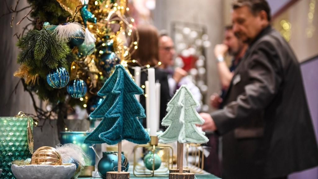 Christmas Tree With Bugs 2020 Bugs On Christmas Tree 2020 Coc   Emduqs.econewyear.site