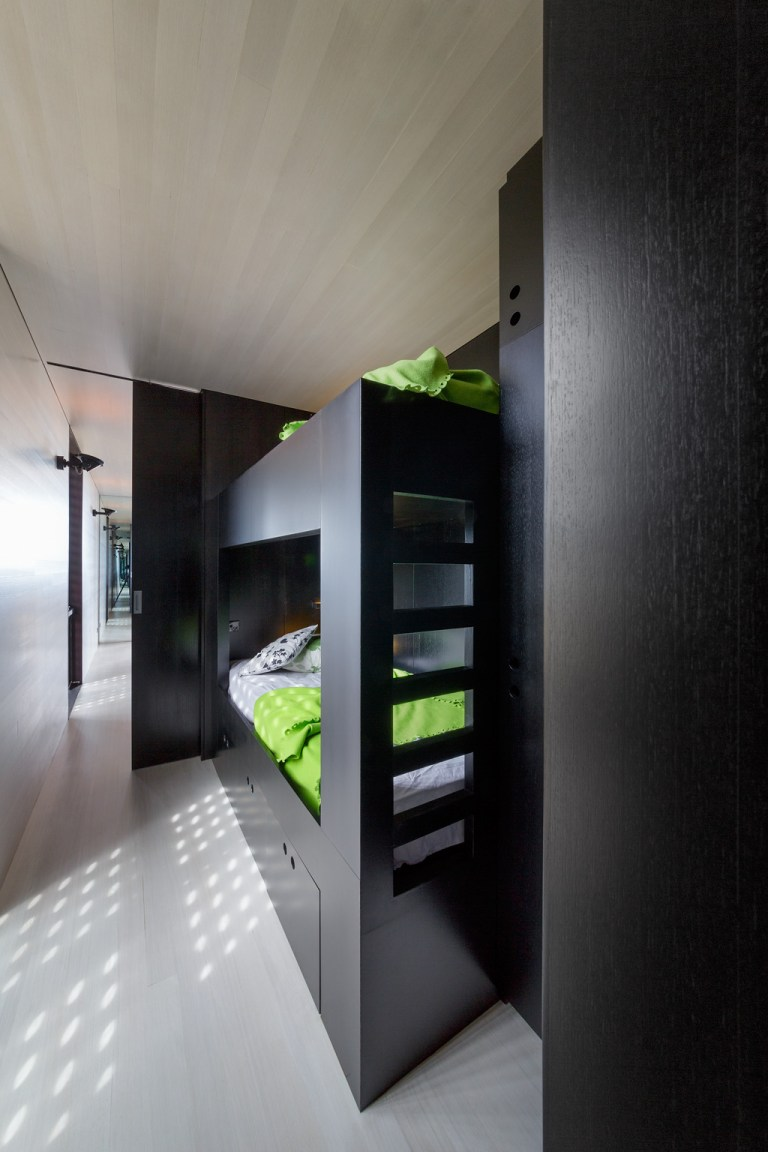 Second bedroom with bunks at the Moonlight Cabin by JCB. Photo: Jeremy Weihrauch of Gollings Studio