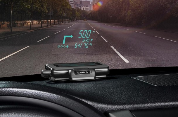 garmin-hud-display-in-use-macro