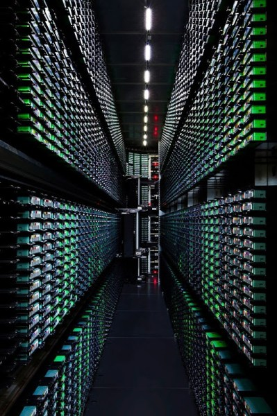 Take-a-Look-–-Google-Data-Centre-9