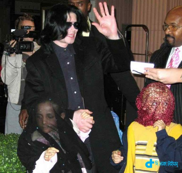michael-jacksons-and-daughter-3