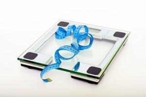 फोटो स्केल और टेप उपाय - Prediabetes का वर्णन परिवर्तित करना