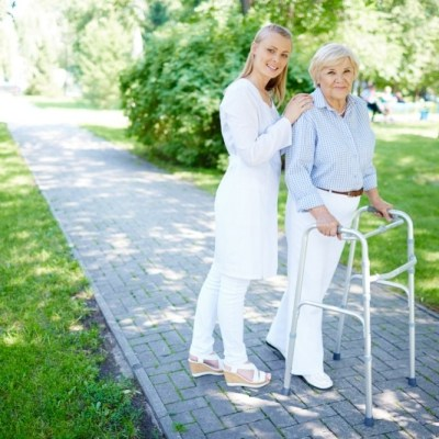 WHEN TO CHOOSE ASSISTED LIVING & WHAT DOES IT MEAN?