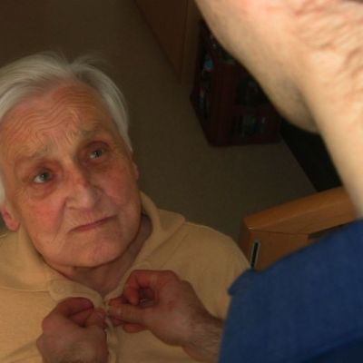 Alzheimer's Care: How to Pay  and Factors that Affect Cost