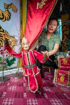 Hooi Ling and her puppet.