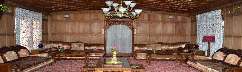 The sitting room of Hazar Dastan.