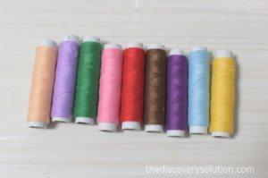 ハロウィンフェルトリースの糸もフェルトに合わせて購入