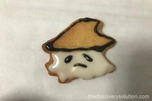 ハロウィンクッキーにアイシングしていきます