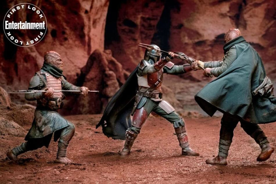 The Mandalorian battling aliens