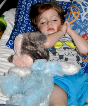 sleeping child wdw visit - THINGS MY CHILDREN MUST HAVE ON THEIR DISNEY VACATION
