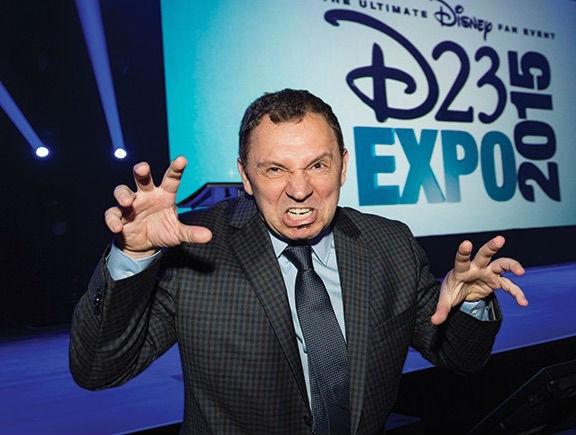 "Andreas Deja ""roaring"" (like Scar?) after receiving his Disney Legend Award at the D23 Expo 2015. Crédit: Disney"