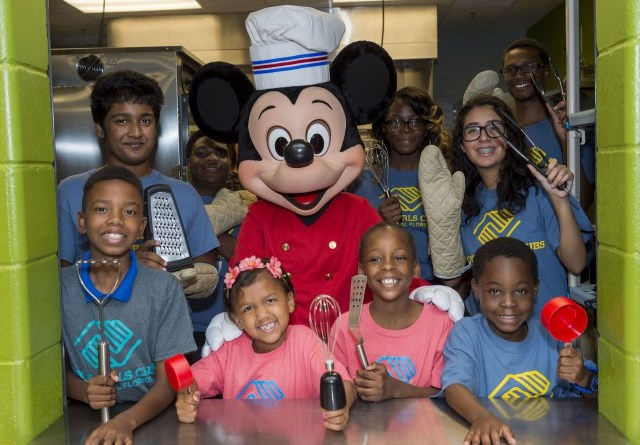 Disney-Helps-Provide-Warm-Healthy-Meals-for-Children-at-Pine-Hills-Boys-and-Girls-Club-4-640x449