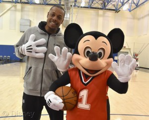 mickey mouse la clippers  basketball game