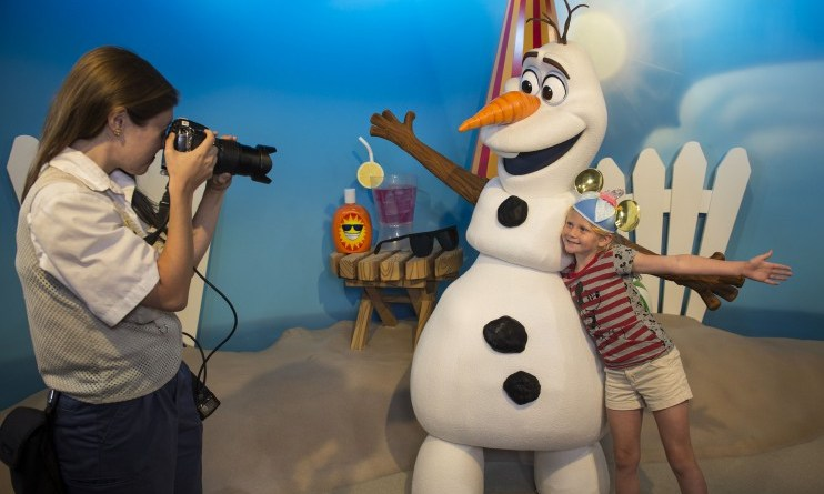 olaf - dhs - in summer meet & greet