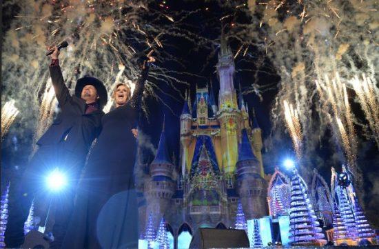 Trisha Yearwood, Garth Brooks, Cinderella Castle, Disney Parks Christmas Celebration