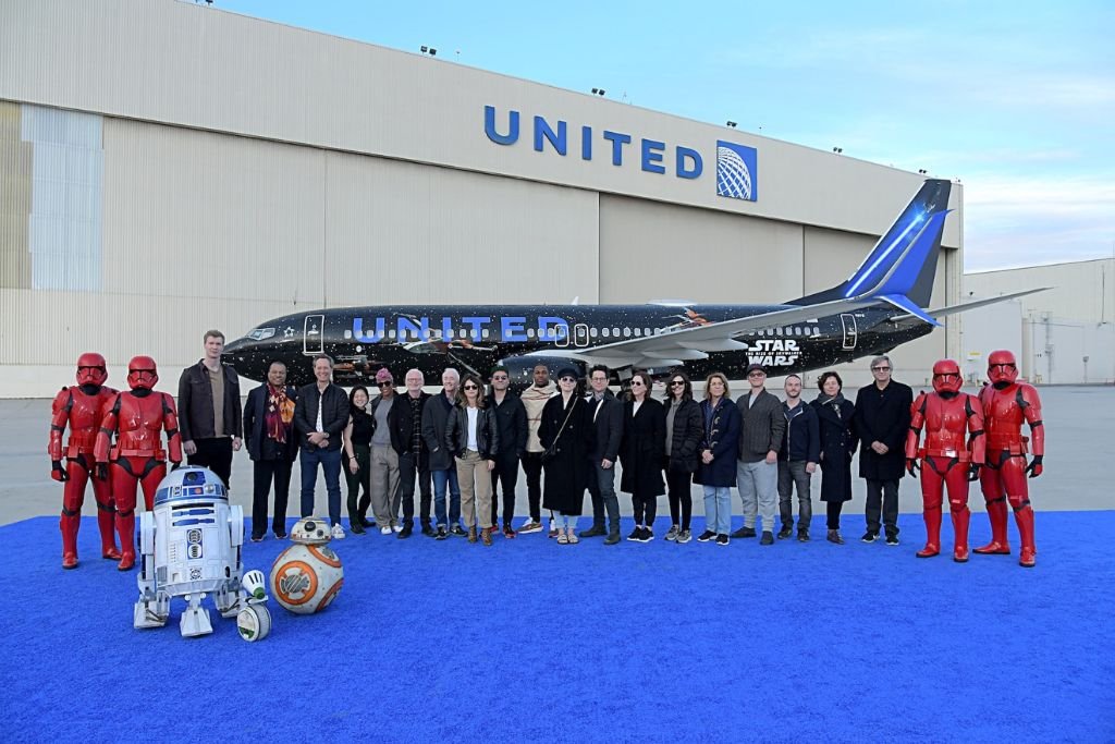PHOTO: United Airlines' Star Wars: The Rise of Skywalker Cast with Star Wars Themed Aircraft