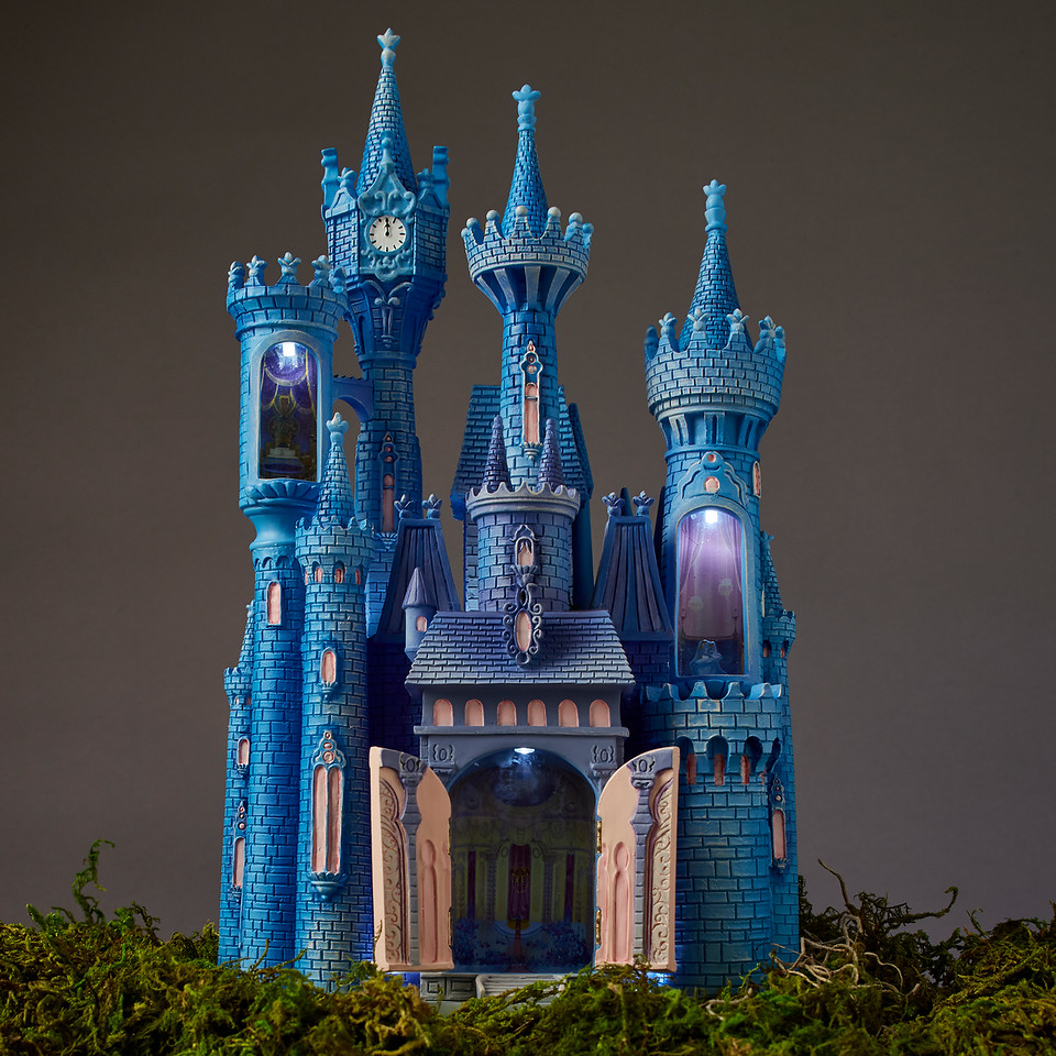 Cinderella Castle Light-Up Figurine – Disney Castle Collection