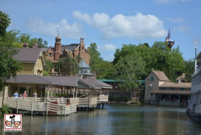 The end of Easter week included long stand by lines... Queue for the Haunted Mansion started at the bottom of the stable building.. the people in this near the water on the right are in the Haunted Mansion queue.
